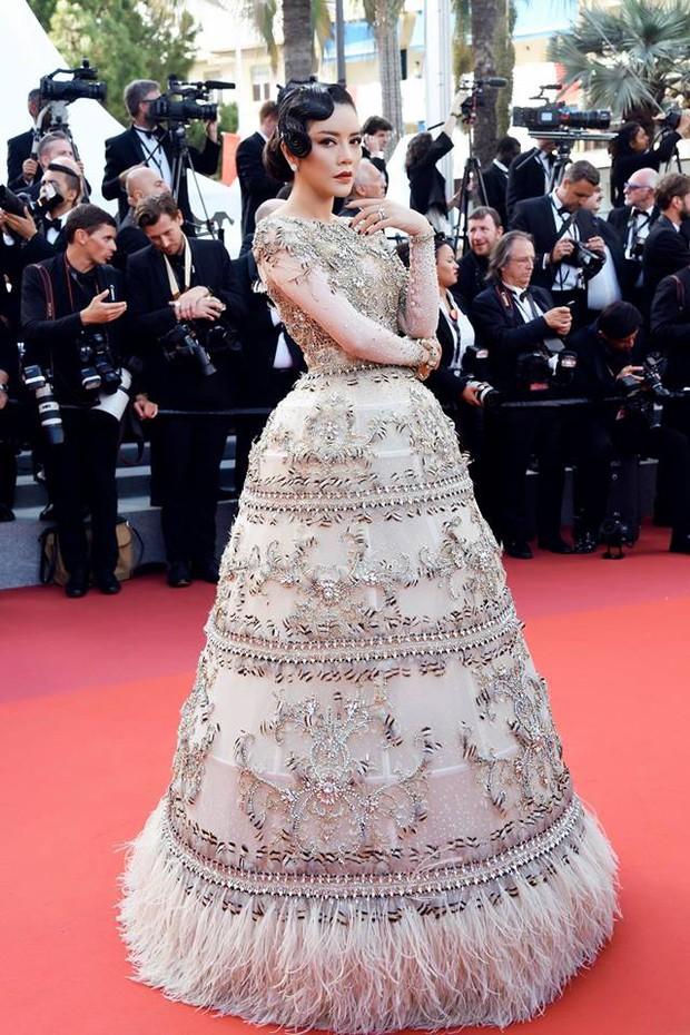 Chiếc đầm cuối cùng của Lý Nhã Kỳ tại Cannes: Rẻ nhất nhưng lại chặt chém nhất! - Ảnh 1.