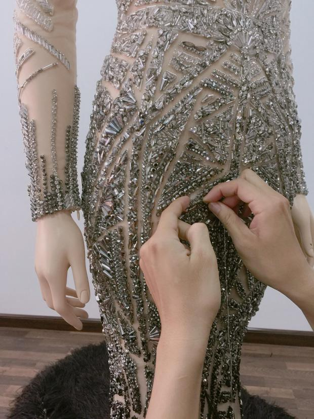 Chiếc đầm đẹp nhất của Lý Nhã Kỳ tại Cannes: rẻ hơn hàng hiệu quốc tế rất nhiều! - Ảnh 10.