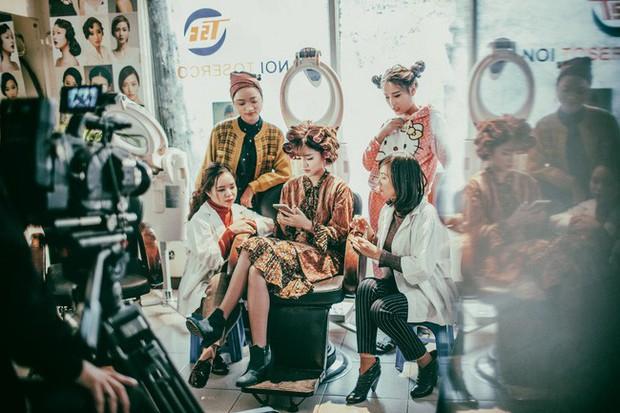 Nói không ngoa, 2017 chính là năm phong cách Retro lên ngôi ở cả MV lẫn phim Việt - Ảnh 1.