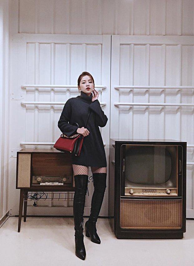 Tất lưới đúng mốt & khó mặc: Chi Pu diện xuất sắc nhất, Ngọc Trinh - Hòa Minzy lại xấu khó đỡ - Ảnh 2.