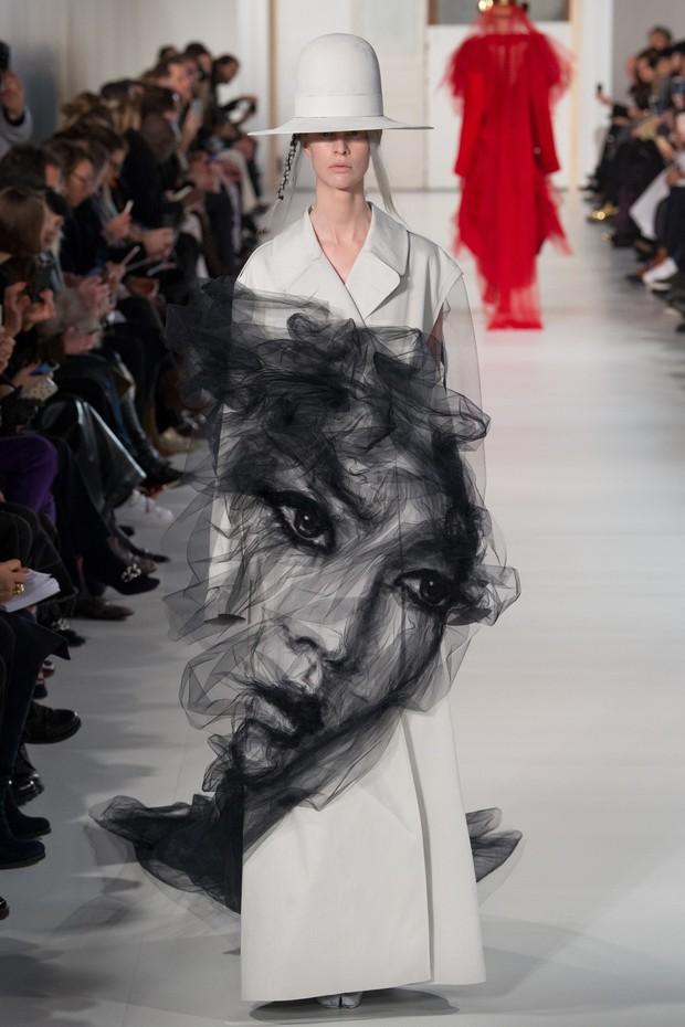 Cả mạng xã hội bấn loạn với một thiết kế vi diệu vô chừng của Maison Margiela - Ảnh 1.