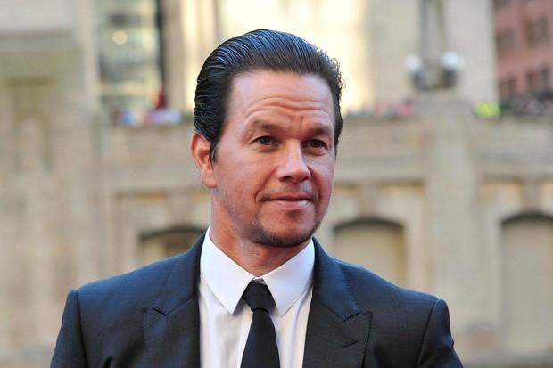 Mark Wahlberg soán ngôi The Rock trở thành nam diễn viên có tổng cát-xê cao nhất thế giới - Ảnh 1.