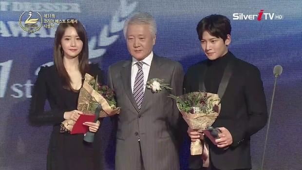 Hai bức ảnh trùng hợp bất ngờ chứng minh: Yoona và Ji Chang Wook thật sự có duyên trời định! - Ảnh 8.