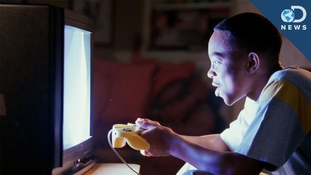 Đi tìm câu trả lời cho lời cảnh báo ám ảnh tuổi thơ: Ngồi gần TV sẽ bị hỏng mắt? - Ảnh 1.