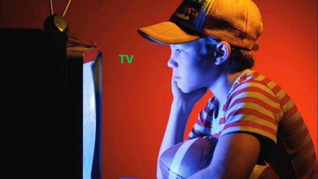 Đi tìm câu trả lời cho lời cảnh báo ám ảnh tuổi thơ: Ngồi gần TV sẽ bị hỏng mắt? - Ảnh 3.