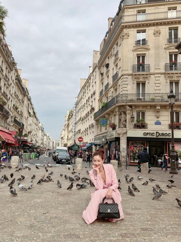 Vừa đấu khẩu chán chê với Tâm Tít xong, Maya đã mặc cực dị xuất hiện tại Paris Fashion Week - Ảnh 7.