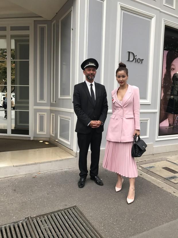 Vừa đấu khẩu chán chê với Tâm Tít xong, Maya đã mặc cực dị xuất hiện tại Paris Fashion Week - Ảnh 11.