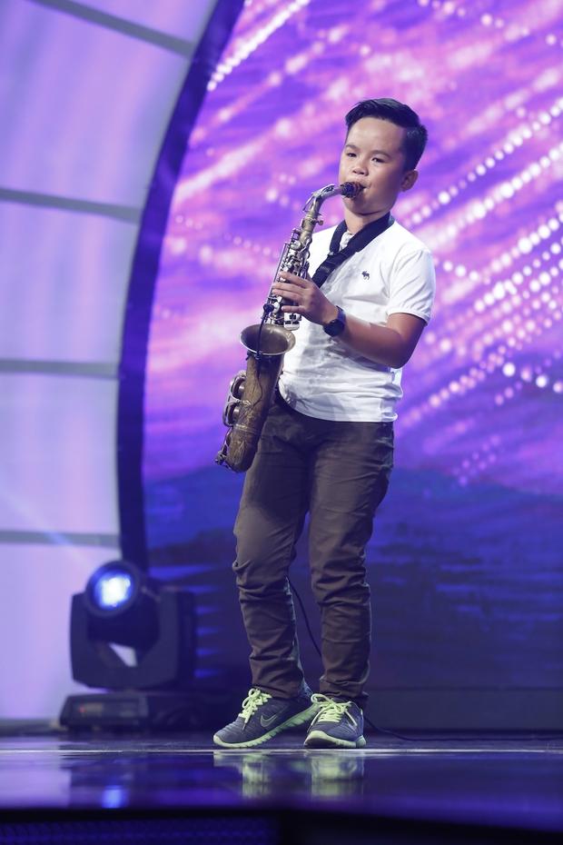 Cô bé 11 tuổi người Mỹ bắn cung bằng chân khiến khán giả truyền hình Việt thót tim - Ảnh 6.