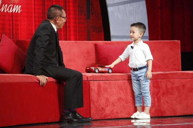 Cô bé 11 tuổi người Mỹ bắn cung bằng chân khiến khán giả truyền hình Việt thót tim - Ảnh 4.