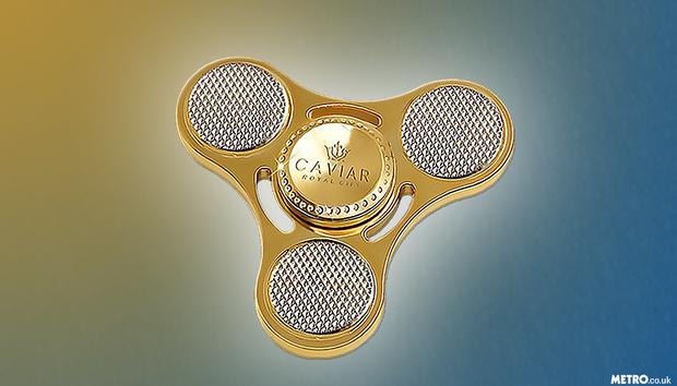 Nhiều tiền quá chẳng biết làm gì thì mua con quay fidget spinner bằng vàng để chơi - Ảnh 1.