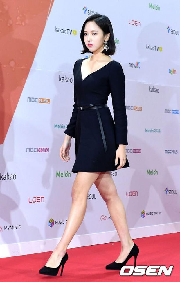 Thảm đỏ Melon: Mỹ nhân ngực khủng vô danh át cả Kim So Hyun, TWICE, EXO và Wanna One đẹp trai như hoàng tử - Ảnh 13.