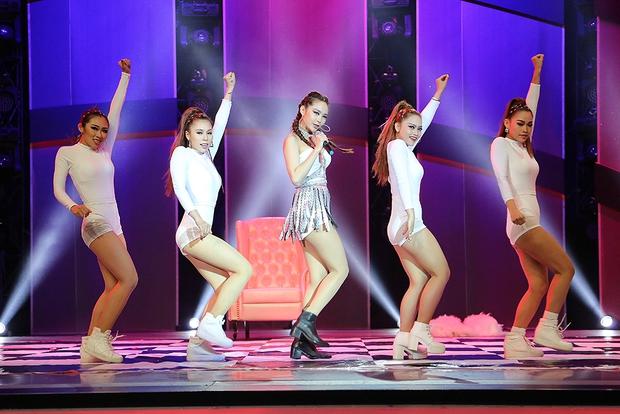 Clip: Khánh Thi mượn Sơn Tùng M-TP hit Lạc trôi đưa lên sàn nhảy - Ảnh 10.
