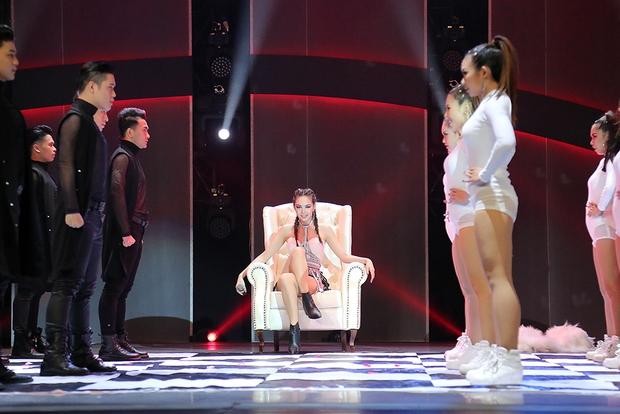 Clip: Khánh Thi mượn Sơn Tùng M-TP hit Lạc trôi đưa lên sàn nhảy - Ảnh 11.