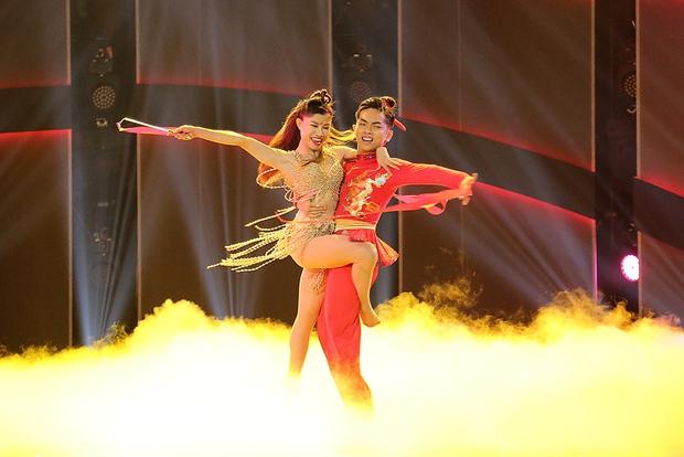 Clip: Khánh Thi mượn Sơn Tùng M-TP hit Lạc trôi đưa lên sàn nhảy - Ảnh 6.