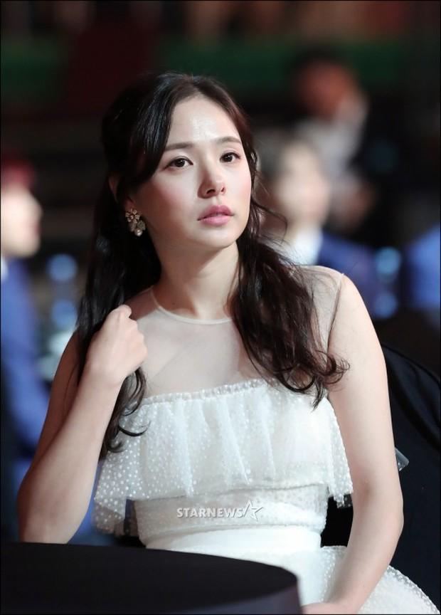 Lọt vào một khung hình tại Asia Artist Awards, top mỹ nhân Kbiz đẹp đến mức khiến fan đau đầu không biết ai hơn - Ảnh 5.