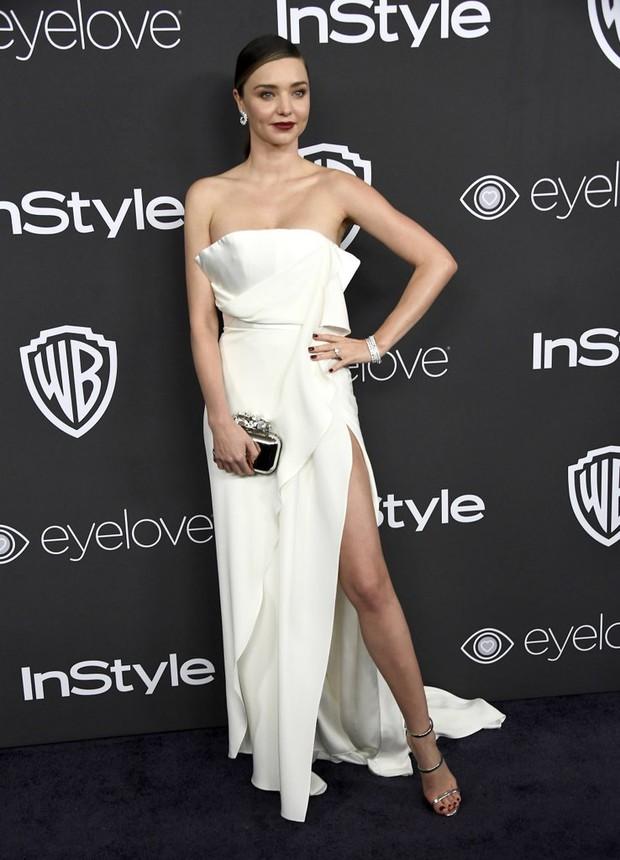 Hậu Quả Cầu Vàng: Miranda Kerr trễ nải sexy, mỹ nhân Blurred Lines hớ hênh trên thảm đỏ - Ảnh 2.