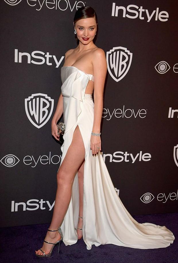 Hậu Quả Cầu Vàng: Miranda Kerr trễ nải sexy, mỹ nhân Blurred Lines hớ hênh trên thảm đỏ - Ảnh 1.