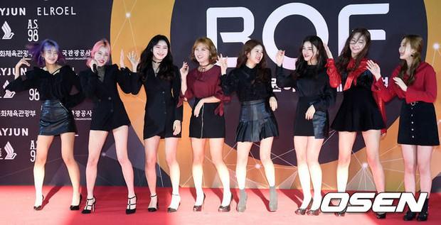 Thảm đỏ Busan: Quân đoàn mỹ nam hot nhất Kpop đổ bộ, nhưng mặt của Kim So Hyun và Naeun sao thế này? - Ảnh 33.