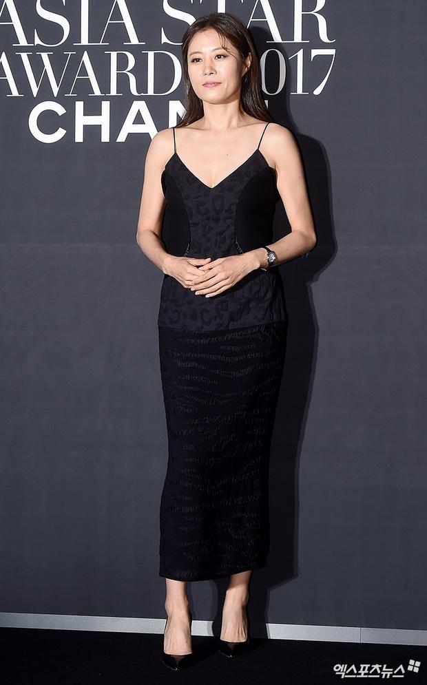 Thảm đỏ LHP Busan: Yoona lộ chân gầy như sắp gãy, Moon Geun Young dọa fan, sao nhí Dream High lột xác - Ảnh 16.