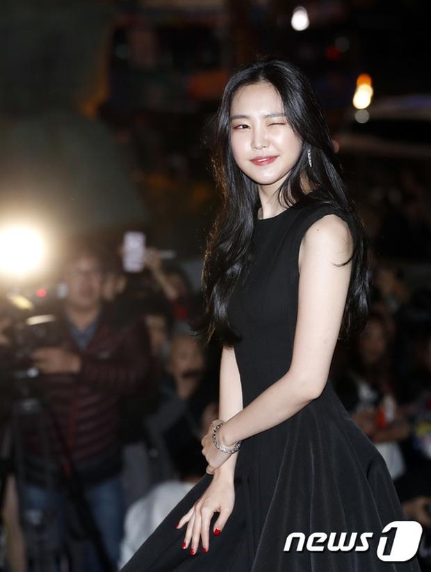 Thảm đỏ Oscar Hàn Quốc: Hoa hậu gây sốc với ngực siêu khủng, Yoona và Jo In Sung dẫn đầu dàn siêu sao - Ảnh 15.