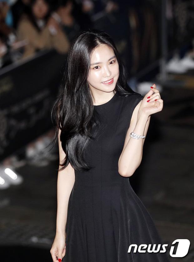 Thảm đỏ Oscar Hàn Quốc: Hoa hậu gây sốc với ngực siêu khủng, Yoona và Jo In Sung dẫn đầu dàn siêu sao - Ảnh 14.
