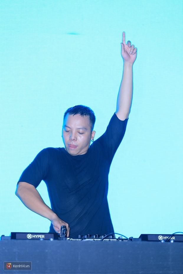 Soobin Hoàng Sơn và dàn DJ nổi tiếng quẩy hết mình cùng khán giả Hà thành trong đêm nhạc EDM sôi động - Ảnh 6.