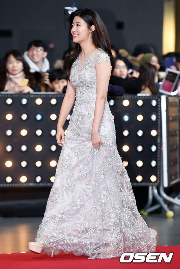 Thảm đỏ SBS Drama Awards: Nữ thần Suzy cân cả Yuri và dàn mỹ nhân hàng đầu Kpop, cặp vợ chồng Jisung quyền lực xuất hiện - Ảnh 16.