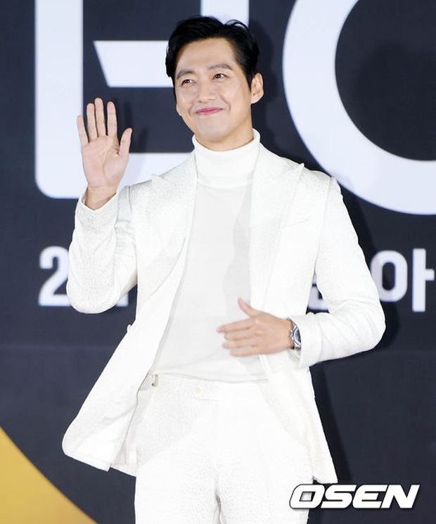 Thảm đỏ Busan: Quân đoàn mỹ nam hot nhất Kpop đổ bộ, nhưng mặt của Kim So Hyun và Naeun sao thế này? - Ảnh 34.