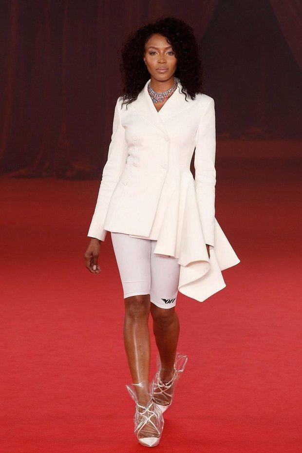 Từ hình ảnh của Rihanna rút ra chân lý: muốn có giày mới, cứ lấy nylon mà bọc vào giày cũ! - Ảnh 5.