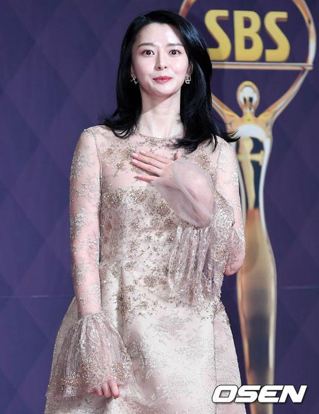 Thảm đỏ SBS Drama Awards: Nữ thần Suzy cân cả Yuri và dàn mỹ nhân hàng đầu Kpop, cặp vợ chồng Jisung quyền lực xuất hiện - Ảnh 15.