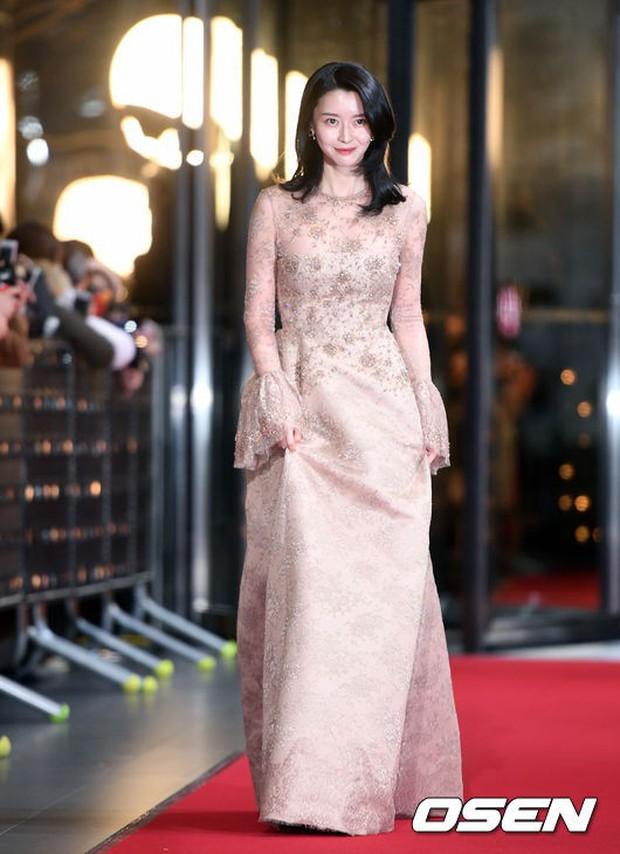Thảm đỏ SBS Drama Awards: Nữ thần Suzy cân cả Yuri và dàn mỹ nhân hàng đầu Kpop, cặp vợ chồng Jisung quyền lực xuất hiện - Ảnh 14.