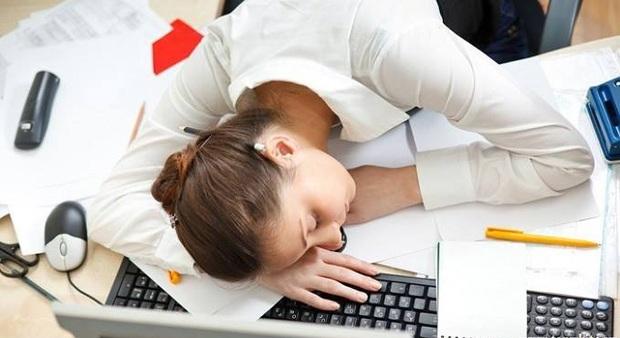 Cứ ngủ trưa dậy là đau đầu, chắc hẳn là do những nguyên nhân sau - Ảnh 1.