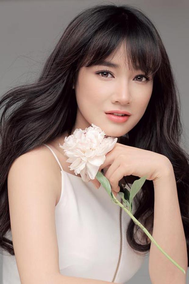 Chi Pu, Phạm Hương, HH Phương Nga cùng 15 nhan sắc Vbiz được báo Trung bầu chọn sở hữu vẻ đẹp điển hình - Ảnh 16.