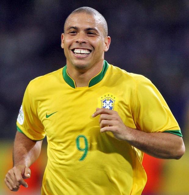 Cầu thủ Ngoại hạng Anh xăm hình Ronaldo lên chân - Ảnh 2.