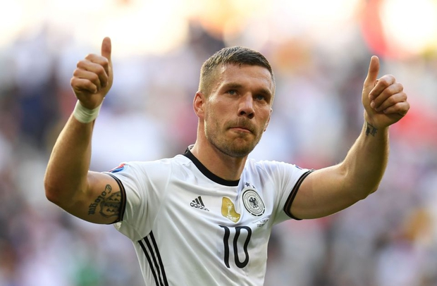 Cầu thủ Nhật Bản chơi bẩn, cựu danh thủ Đức ngơ ngác nhận thẻ vàng - Ảnh 5.