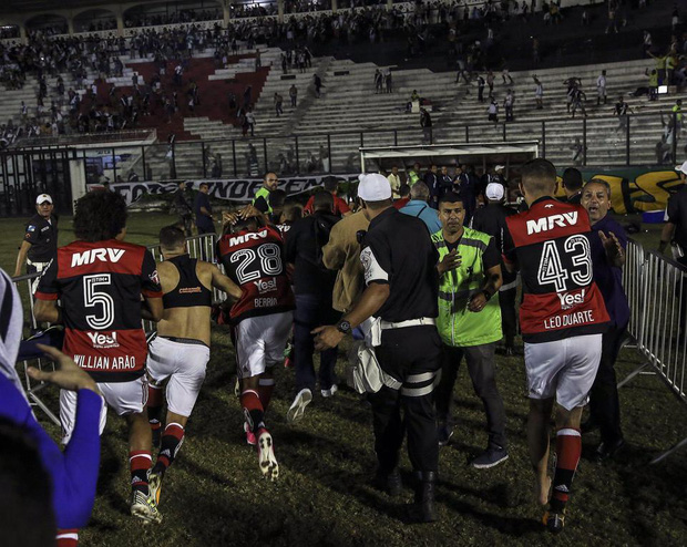 CĐV thiệt mạng sau cuộc bạo loạn kinh hoàng ở Brazil - Ảnh 2.