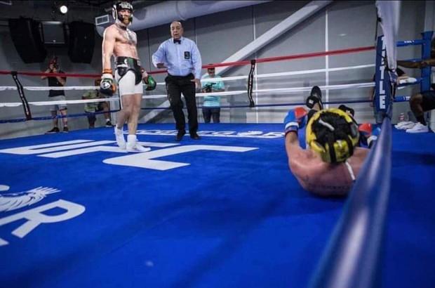 Độc cô cầu bại Mayweather khoe bụng 6 múi trước đại chiến McGregor - Ảnh 3.