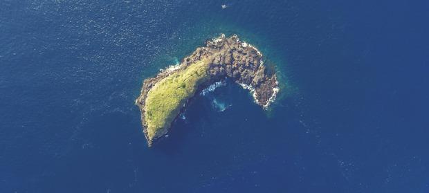 Hòn đảo thiên đường này nghiêm cấm bất kỳ ai đặt chân lên. Lý do ai nghe xong cũng phải run sợ - Ảnh 1.