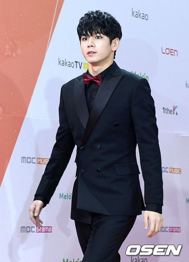 Thảm đỏ Melon: Mỹ nhân ngực khủng vô danh át cả Kim So Hyun, TWICE, EXO và Wanna One đẹp trai như hoàng tử - Ảnh 24.