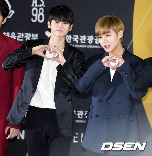 Thảm đỏ Busan: Quân đoàn mỹ nam hot nhất Kpop đổ bộ, nhưng mặt của Kim So Hyun và Naeun sao thế này? - Ảnh 18.