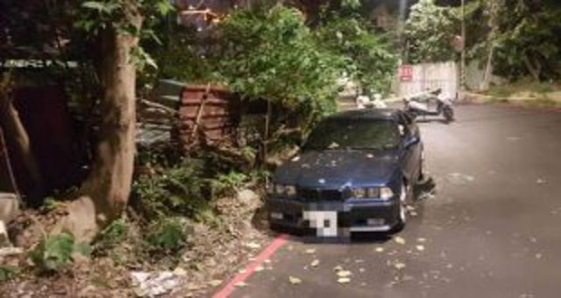 Cặp đôi tử vong vì ngạt khí khi mây mưa trong xe BMW - Ảnh 1.