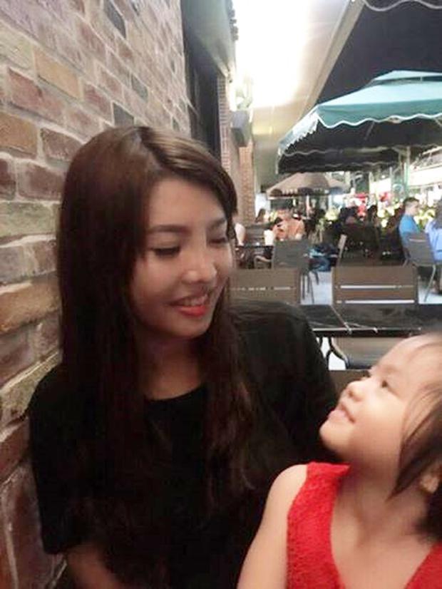 Đáp trả lời chỉ trích ham mê sắc đẹp, Phượng Thị nở tái sinh khoe ảnh hạnh phúc bên con gái - Ảnh 4.