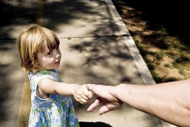 Đang bế trẻ trên tay còn bị bắt cóc nên đây chính là nguyên tắc mà người lớn nào cũng phải nắm rõ - Ảnh 8.