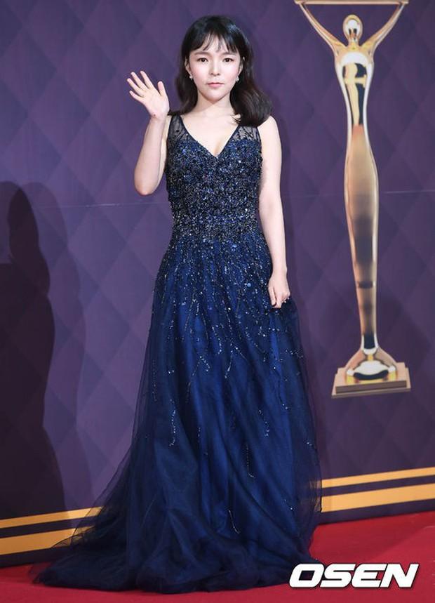 Thảm đỏ SBS Drama Awards: Nữ thần Suzy cân cả Yuri và dàn mỹ nhân hàng đầu Kpop, cặp vợ chồng Jisung quyền lực xuất hiện - Ảnh 36.
