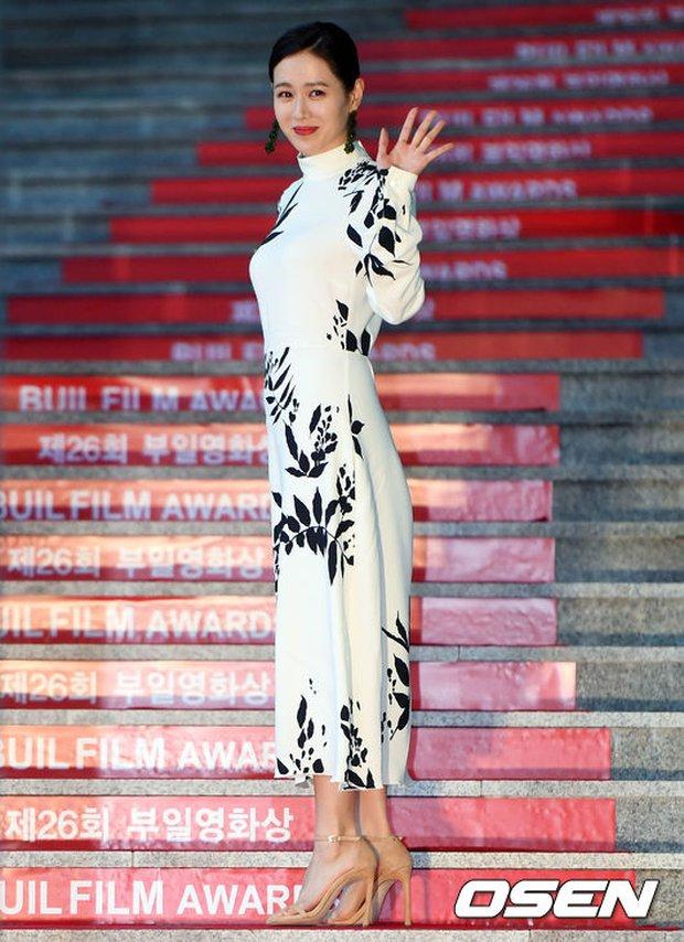 Thảm đỏ liên hoan phim Busan ngày 2: Nữ thần của nữ thần Son Ye Jin một mình cân cả dàn mỹ nhân - Ảnh 2.
