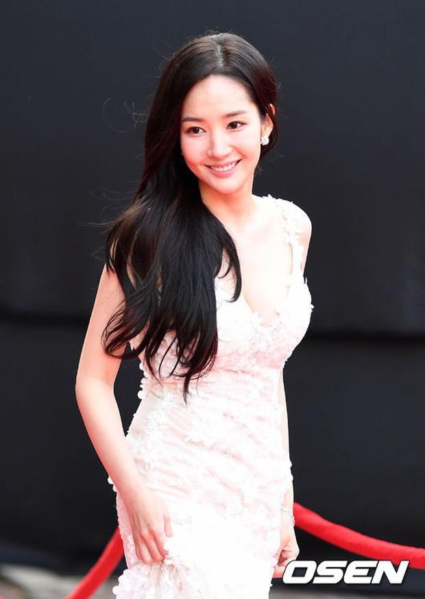 Asia Artist Awards bê cả showbiz lên thảm đỏ: Yoona, Suzy lép vế trước Park Min Young, hơn 100 sao Hàn lộng lẫy đổ bộ - Ảnh 8.