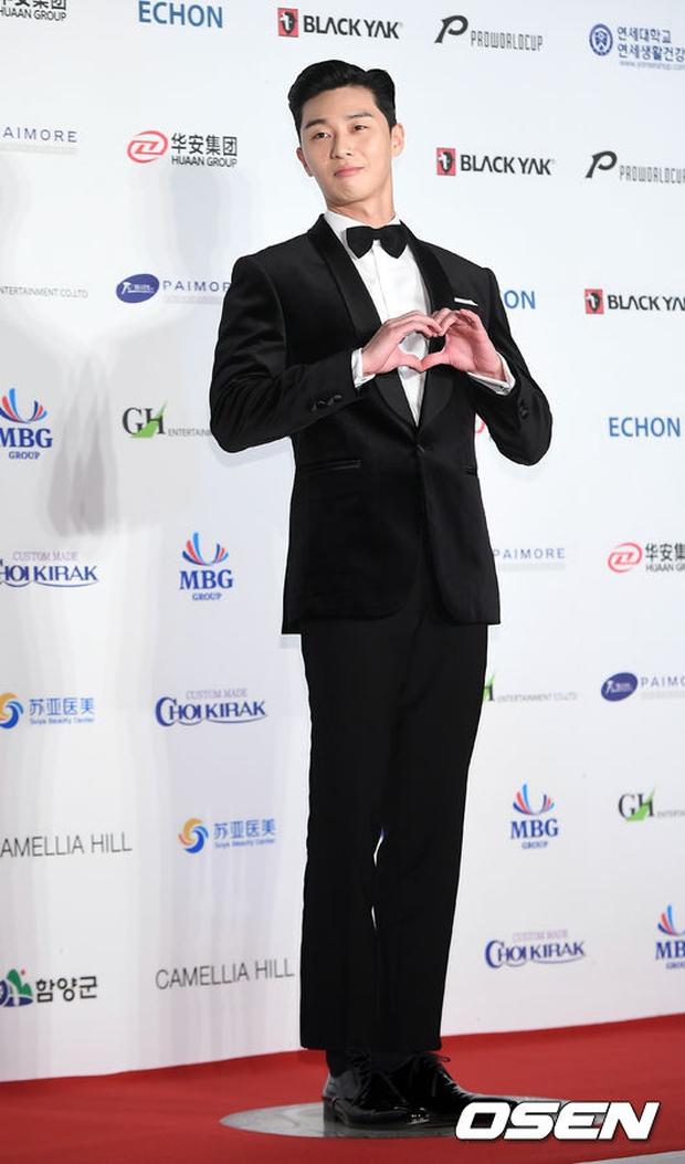 Thảm đỏ Oscar Hàn Quốc: Hoa hậu gây sốc với ngực siêu khủng, Yoona và Jo In Sung dẫn đầu dàn siêu sao - Ảnh 21.