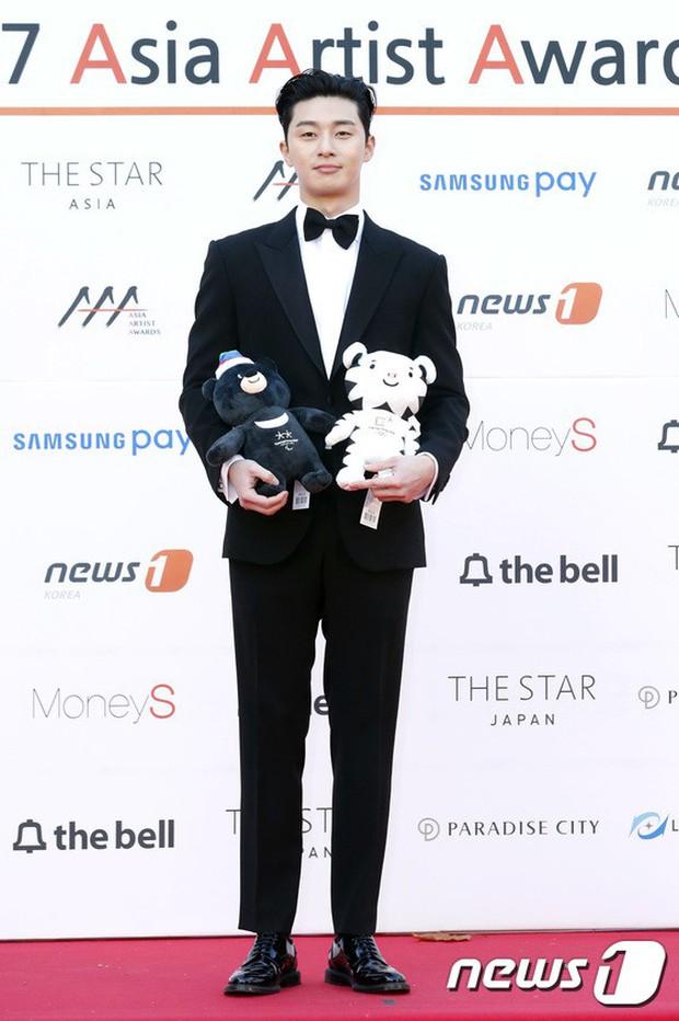 Asia Artist Awards bê cả showbiz lên thảm đỏ: Yoona, Suzy lép vế trước Park Min Young, hơn 100 sao Hàn lộng lẫy đổ bộ - Ảnh 38.