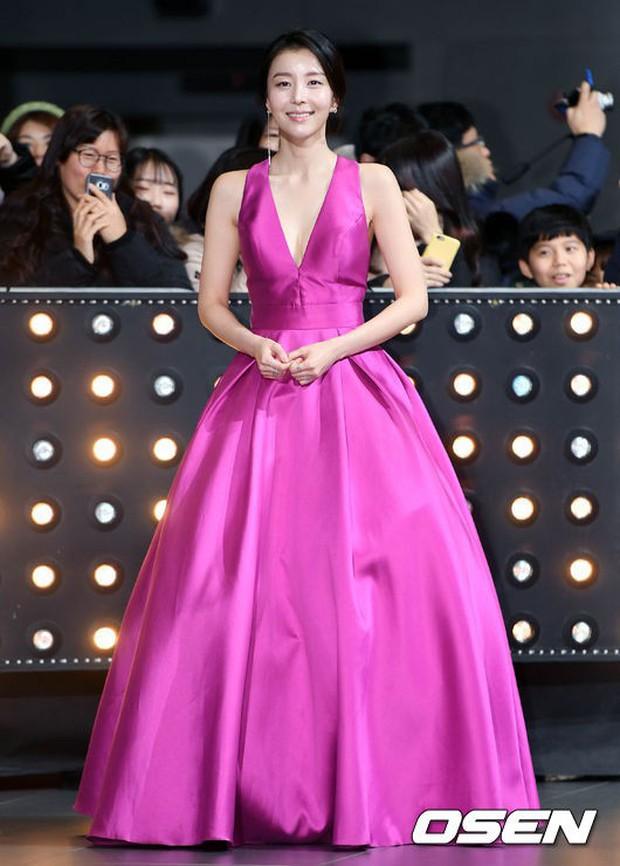 Thảm đỏ SBS Drama Awards: Nữ thần Suzy cân cả Yuri và dàn mỹ nhân hàng đầu Kpop, cặp vợ chồng Jisung quyền lực xuất hiện - Ảnh 37.