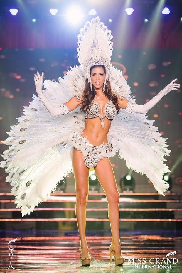 Ngắm gương mặt và vóc dáng tuyệt vời như nữ thần của Hoa hậu đăng quang Miss Grand International 2017 - Ảnh 2.